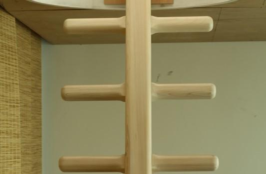 interier-rodinneho-domu-rekonstrukcia-bratislava-stare-mesto-foto-06-interierovy-dizajner-moderny-styl-dreveny-rebrik-detska-izba-detail
