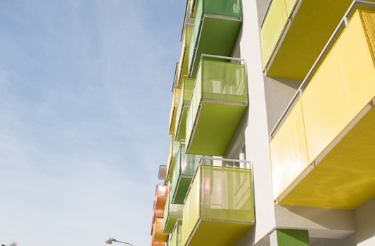redizajn-fasady-bytovy-dom-colorhouse-1-topolcany-exterier-c-06-architekt-farebna-fasada