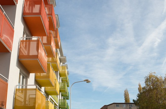 redizajn-fasady-bytovy-dom-colorhouse-1-topolcany-exterier-c-07-architekt-farebna-fasada