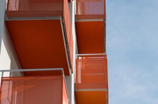 redizajn-fasady-bytovy-dom-colorhouse-1-exterier-c-09-architekt-farebna-fasada