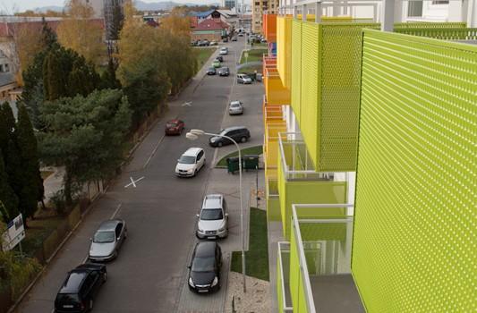 redizajn-fasady-bytovy-dom-colorhouse-1-exterier-c-11-architekt-farebna-fasada