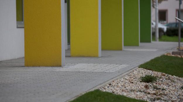 redizajn-fasady-bytovy-dom-colorhouse-1-exterier-c-13-architekt-farebna-fasada