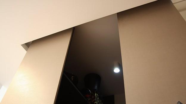 interier-bytu-novostavba-kadnarova-ul-bratislava-052-navrh-interieru-od-architekta-kreativna-vstupna-predsien-chodba-vstup-super-napadity-priestor-nabytok-na-mieru-krasny-satnik-detail-satnika