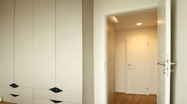 interier-bytu-novostavba-kadnarova-ul-bratislava-06-navrh-od-architekta-moderna-spalna-dekor-material-Jaf-Holz-emotion-orech-realizacia-detail