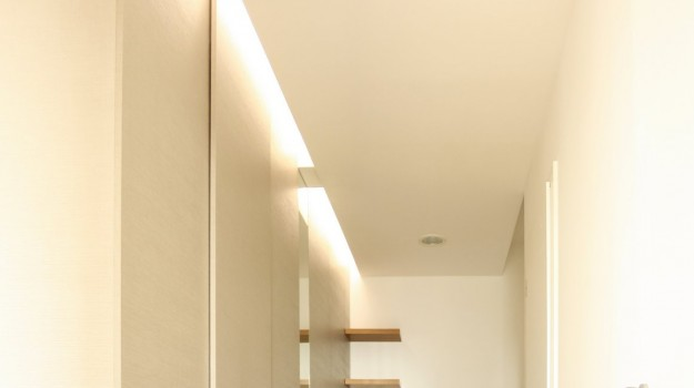 interier-bytu-novostavba-kadnarova-ul-bratislava-03-navrh-interieru-od-architekta-kreativna-vstupna-predsien-chodba-vstup-super-napadity-priestor-nabytok-na-mieru