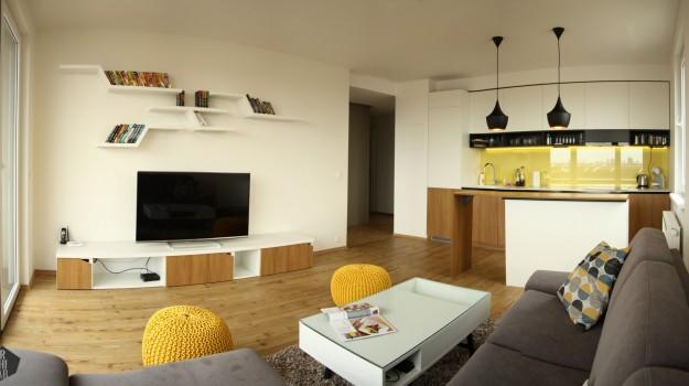 interier-bytu-novostavba-kadnarova-ul-bratislava-07-navrh-od-architekta-moderna-kuchyna-pracovna-doska-himacs-svietidla-fat-Tom-Dixon-zlté-poufky-orech-obývacia izba-super-napadity-priestor-nabytok-na-mieru