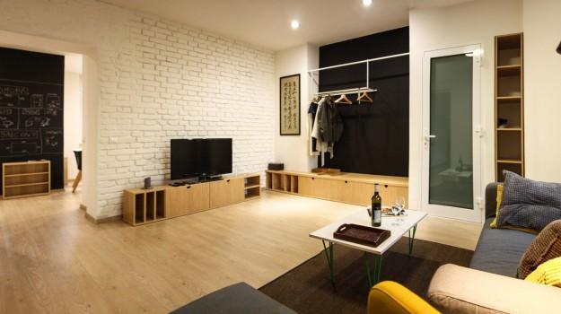 interier-bytu-rekonstrukcia-bratislava-stare-mesto-tehlova-stena-obyvacia-izba-vstupny-priestor-interierovy-navrh-archilab-architekti-03