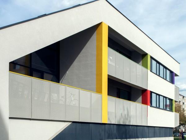 polyfunkcny-bytovy-dom-colorhouse-2-novostavba-topolcany-moderne-byvanie-farebna-fasada-04