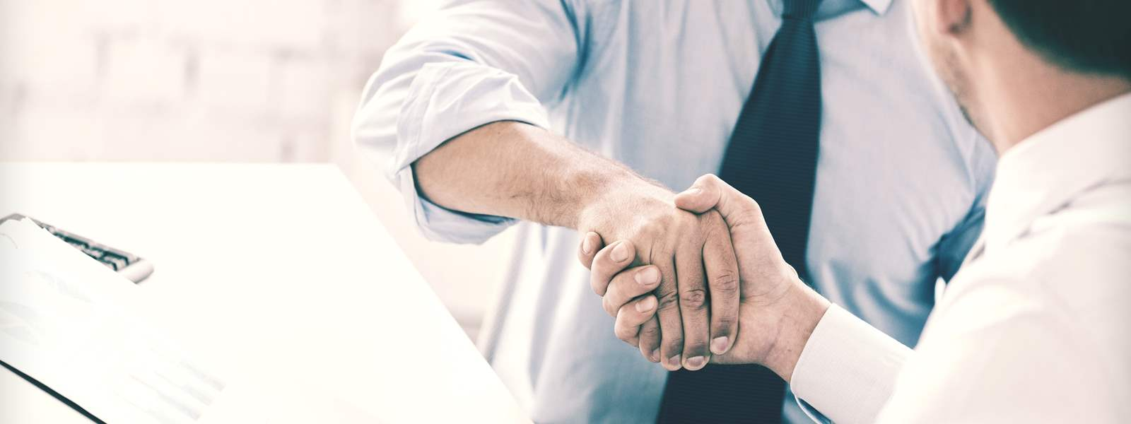 preco-oslovit-architekta-blog-spolupraca-podanie-ruky-suhlas-01