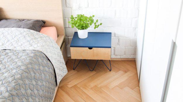 NIGHT-PIN-TABLE-nocny-stolik-03-dizajnovy-stol-k-posteli-so-suflikom-interier-pri-Strkoveckom-jazere-archilab-architekti