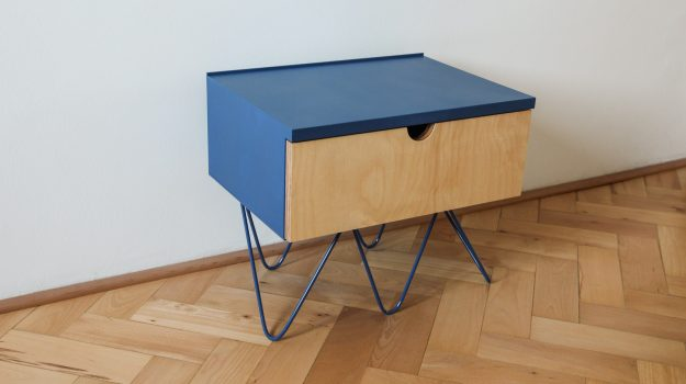 NIGHT-PIN-TABLE-nocny-stolik-05-dizajnovy-stol-k-posteli-so-suflikom-archilab-architekti