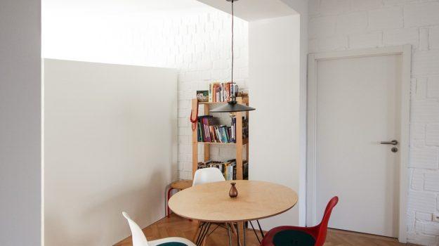 TRIPLE-PIN-TABLE-kruhovy-jedalensky-stol-interier-pri-Strkoveckom-jazere-01-archilab-architekti-trojnozka